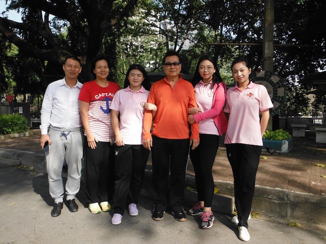 2 Mr Sirpojanakul, Siang Leng Tai Kek Club with students from Bangkok and China